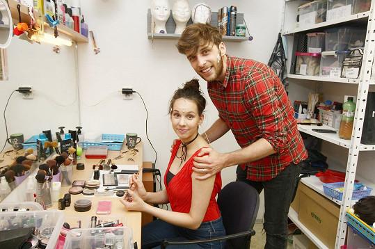 Michaela Tomešová a její manžel Roman Tomeš v šatně před začátkem představení