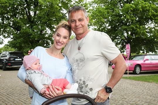 Filip Renč se svými holkami