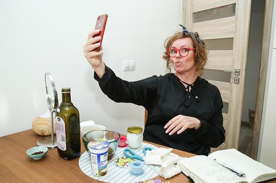Jitka Sedláčková točí vtipná videa.