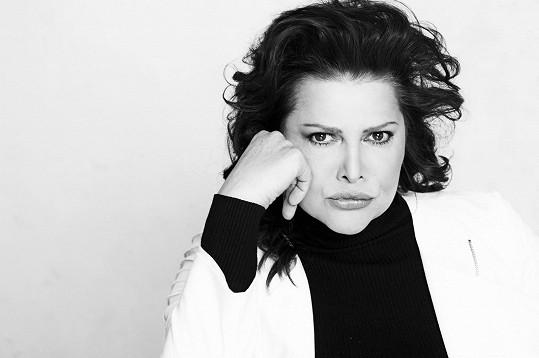 Ilona na nových černobílých fotkách