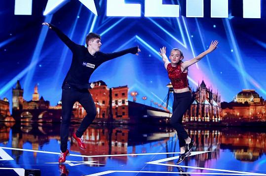 Stepaři Sára Titzová a Tobiáš Košir předvedli na pódiu neskutečné číslo a ohromili choreografií na současnou moderní hudbu.