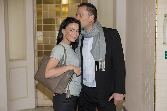 Druhým manželem byl miliardář Daniel Farnbauer. Svoji byli rok.