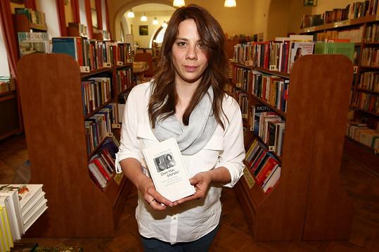 Aneta Langerová pokřtila knihu 8 hlav šílenství.