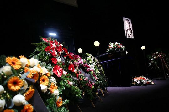 Rakev s ostatky režiséra Ivana Rajmonta