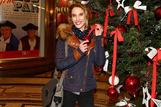 Na vánoční trh do paláce Adria přišla nakoupit a přispět tak na dobrou věc i Marie Kružíková.