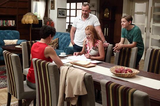 Filip Blažek se v Krejzových musí se svou rodinou vypořádat s tíživou situací.