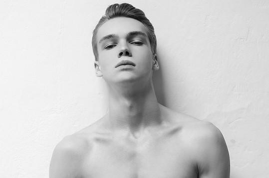 Mikolas Josef začínal jako model.