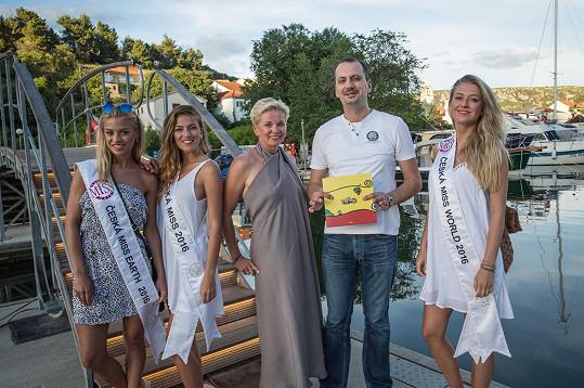 Vítězky České Miss 2016 s ředitelkou soutěže Marcelou Krplovou a ředitelem turistického centra ve Skradinu
