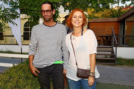 Petra Špindlerová dorazila s přítelem na nováckou letní párty.