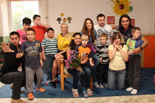 Katka Sokolová se rozhodla pomáhat lidem trpícím autismem.