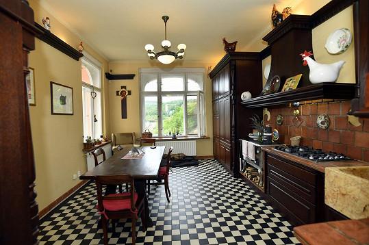 Kuchyně, kde tráví nejvíce času Guy, je zařízená podle kubánské kuchyně Osmanyho maminky.