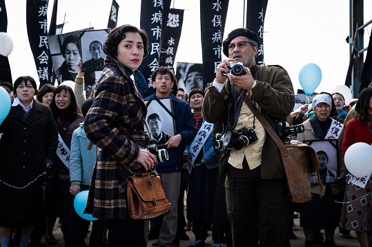 Johnny Depp jako fotograf Eugene Smith ve filmu Minamata