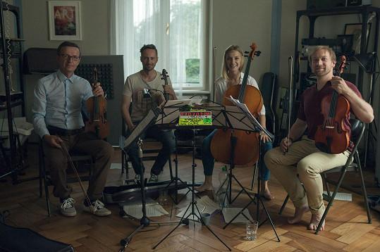Hlavní role ve filmu Kvarteto ztvární zleva Zdeněk Julina, Jaroslav Plesl, Barbora Poláková a Lukáš Melník.