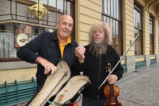 Před Obecním domem si vydělal 250 korun.