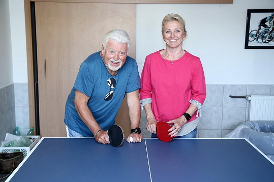 Ve volnu si manželé rádi zahrají třeba stolní tenis.