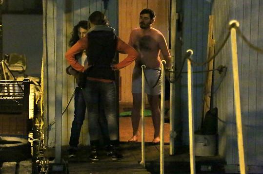 Vojta Kotek hraje v Mordpartě nejen vyšetřovatele, ale i sukničkáře.