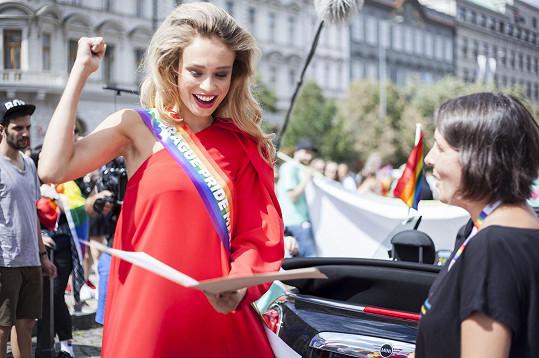 Letos v průvodu hrdosti v Praze byla také nizozemská transgender modelka Loiza Lamers.