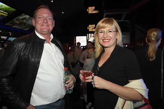 S manželem Janem Hruškou na premiéře filmu Není čas zemřít. Filmy s Jamesem Bondem si Štěpánka nenechává ujít.