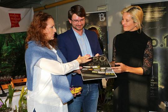 S Jovankou Vojtkovou pokřtila novou publikaci.
