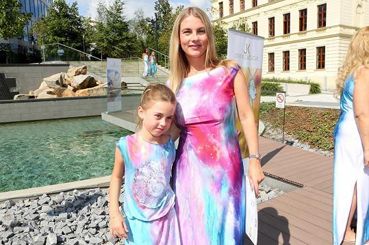 Moderátorka s osmiletou dcerou Karličkou
