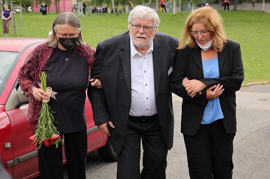 Mezi prvními smutečními hosty dorazil herec Jan Kačer.