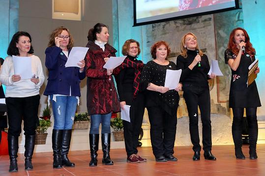Sedláčková si zazpívala koledy s Dagmar Havlovou a dalšími známými dámami.