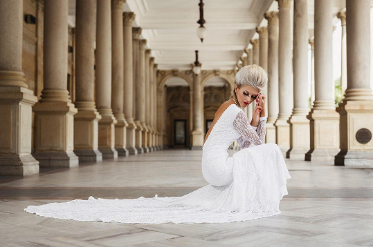 Fotila se i v krásných svatebkách.