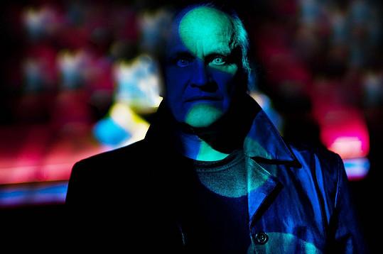 Snímek hudebníka Michaela Kocába vznikl v pražském klubu Mecca.