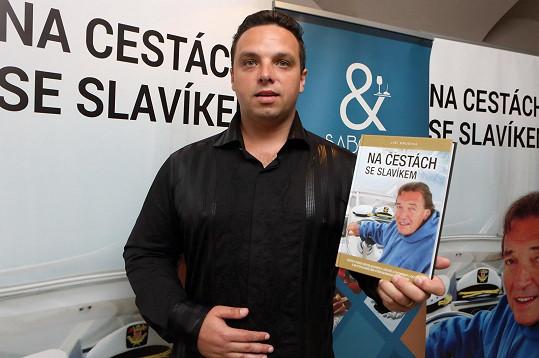 Jiří Krušina se svou knihou
