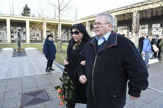 Dáda Patrasová přišla s bratrem na pohřeb Václava Vorlíčka.