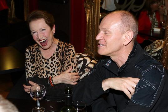 Hana Maciuchová se dobře bavila na narozeninách Dáši Zázvůrkové. Nechyběl ani Eduard Klezla.