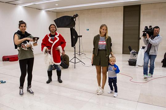 Romana Vojtka doprovodili na focení přítelkyně Petra Vraspírová a malý syn.