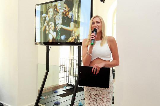 Zorka moderovala prezentaci nové kolekce pro podzim a zimu známé značky bižuterie.