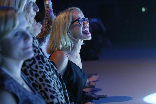 Jitka Asterová po módní show a prezentaci nového vozu fandila během koncertu Davidu Kollerovi.