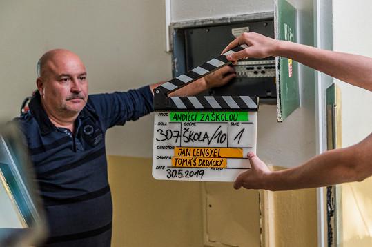 Michal David měl původně přijet do Česka z Kanárů na premiéru filmu Andílci za školou.