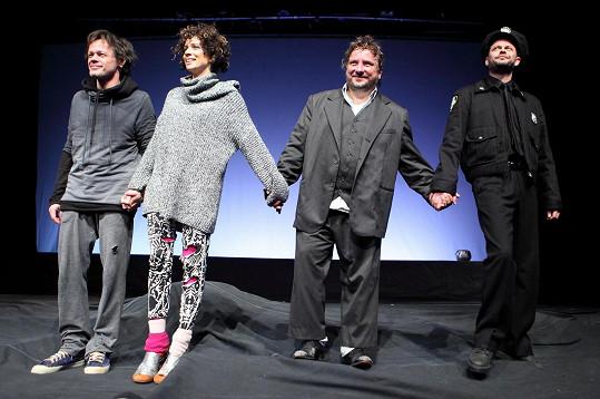 Táňa Pauhofová při děkovačce v Divadle Bez zábradlí