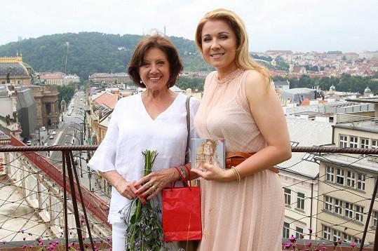 Pokřtila nové CD operní pěvkyně Kateřiny Kněžíkové.