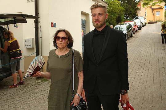 Marta Kubišová dorazila na tajnou oslavu 80. narozenin Karla Gotta.