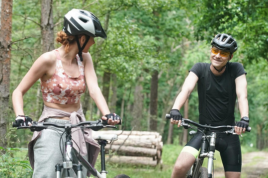 Denisa Nesvačilová a Marek Lambora vyrazili na kolo.