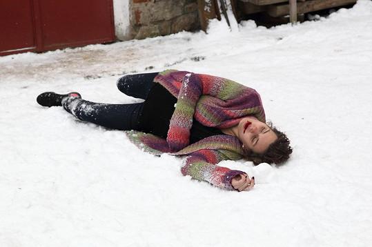 Pak už zase na sníh musela ulehnout těhotná Markéta.