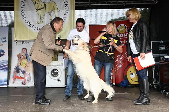 Karel Gott a Ivana Gottová na slavnostní promoci psích studentů