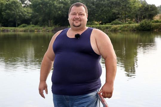 Více než farmářku, která pomůže s hospodářstvím, hledá Tomáš Jelen (41) náhradní maminku svým dvěma synům, na které zůstal sám. Dalším potomkům se nebrání.