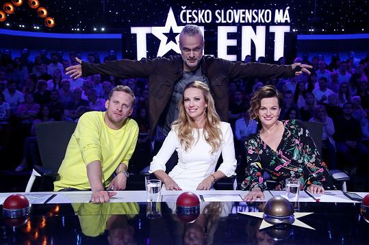Jakub Prachař, Jaro Slávik, Diana Mórová a Marta Jandová v porotě Talentu