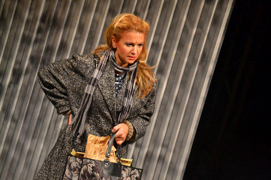 V muzikálu Pokrevní bratři hraje Yvetta Blanarovičová matku sedmi dětí.