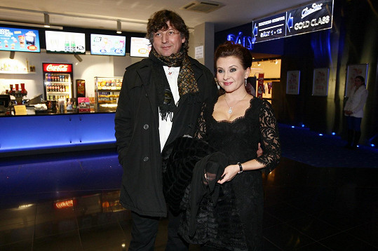 Dana Morávková s manželem na premiéře filmu Muzikál aneb Cesty ke štěstí