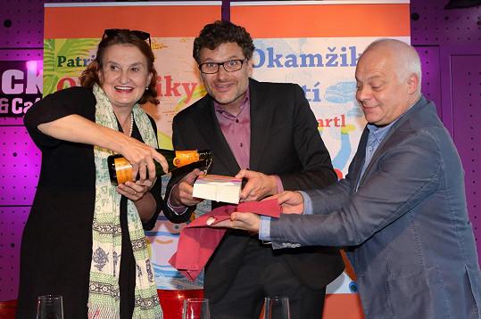 Kateřina Lojdová a Michel Fleischmann nechyběli na křtu nového dvojrománu Patrika Hartla s názvem Okamžiky štěstí. Pojí je totiž mnohaleté přátelství.