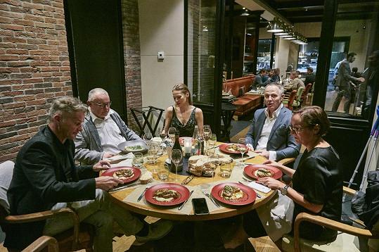 Večeře v michelinské restauraci na zámečku u Remeše.