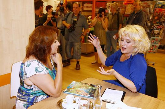 Při vášnivé debatě s kolegyní Miluškou Bittnerovou