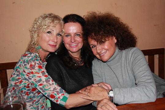 Přišly ji podpořit kamarádky Adriena Sobotová a Jitka Zelenková.