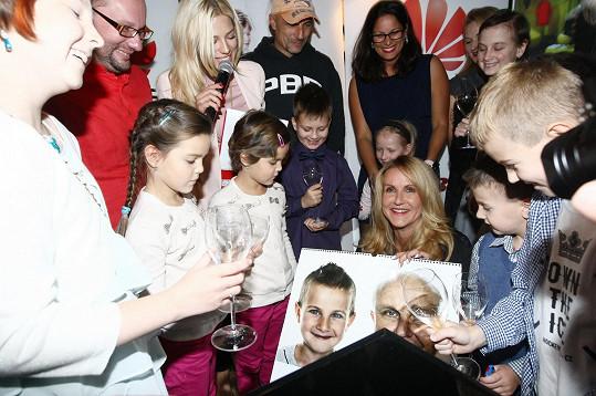 Vedle osobností křtily i děti, které bojovaly s rakovinou.